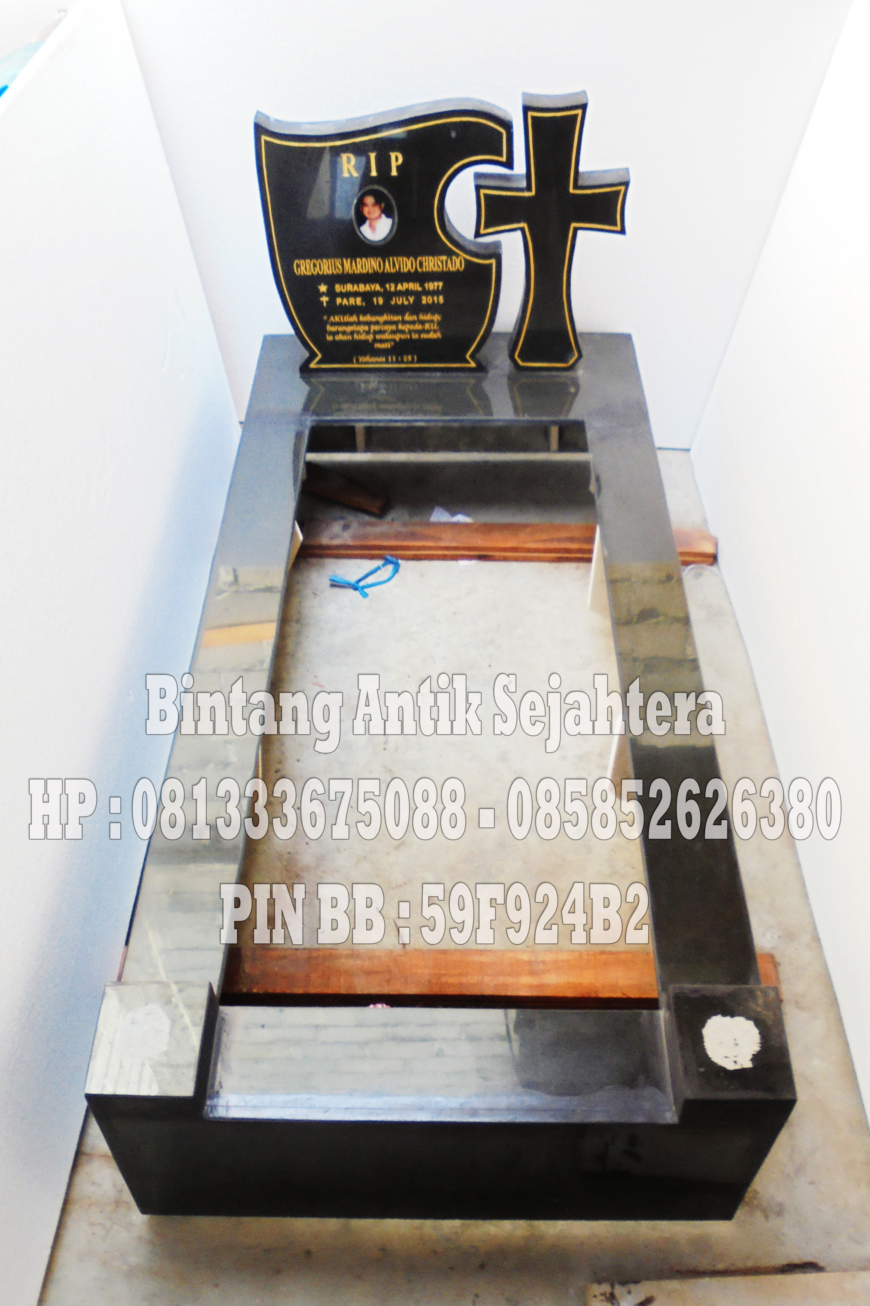 Makam Minimalis, Makam Kristen Granit